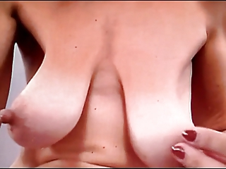 VeRy Saggy Boobs lady